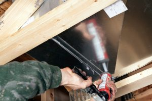 duct-sealing-with-caulking